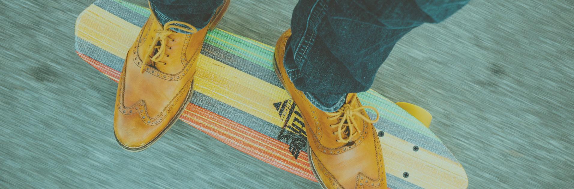 feet on a longboard